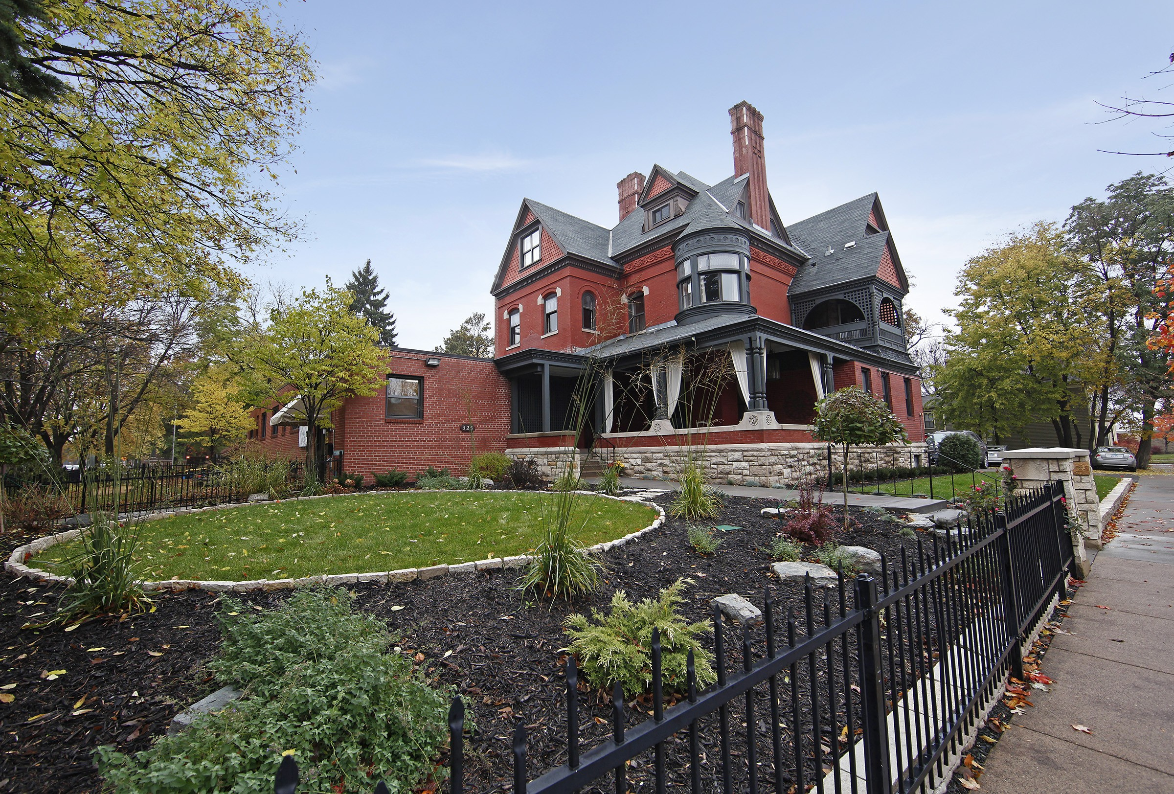 The New Victorian Mansion Bed & Breakfast
