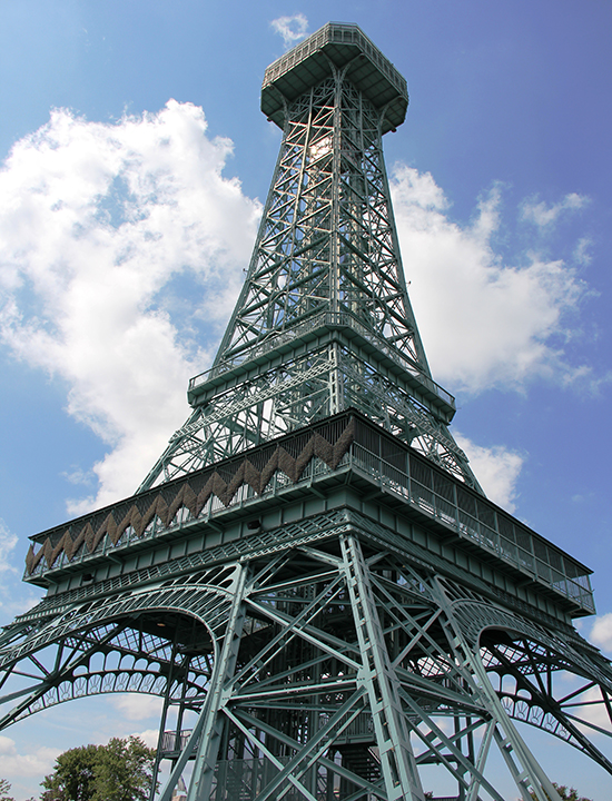 Eiffel Tower replica in Ohio | Kings Island