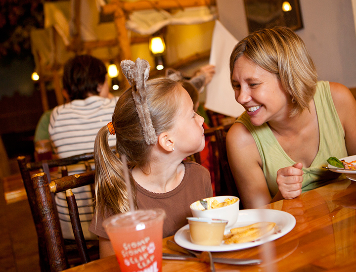 Lodge Wood Fired Grill | Great Wolf Lodge Dining