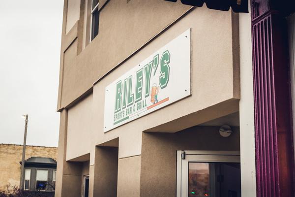 Riley's Sports Bar & Grill