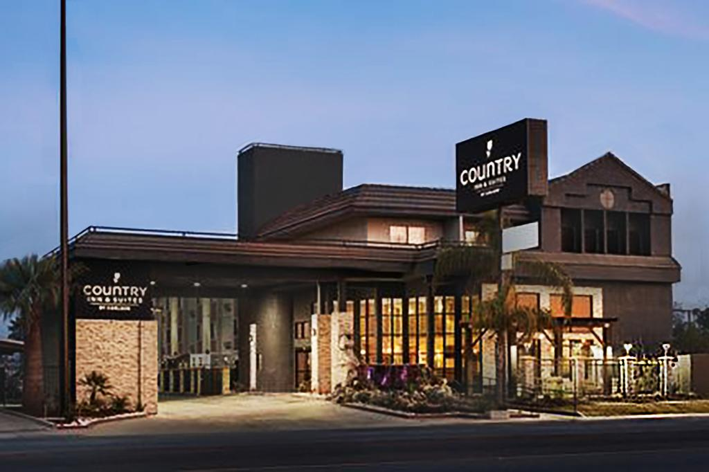 Country Inn & Suites by Radisson Bakersfield, California