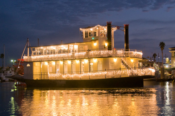 Scarlett Belle – Paddlewheel Riverboat