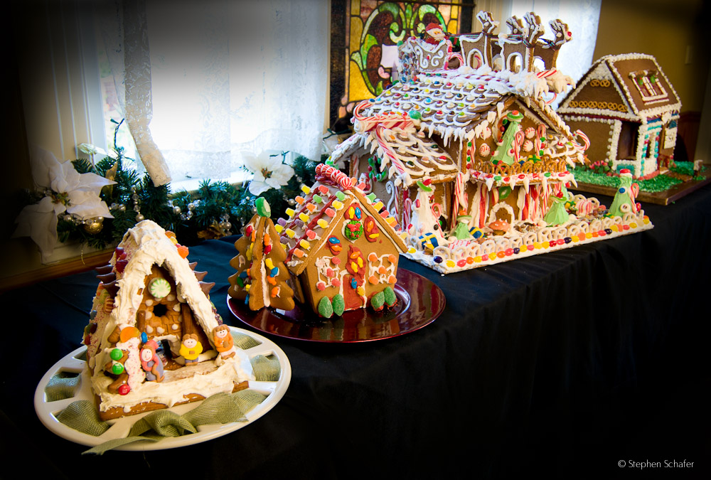 Family Gingerbread House Building Workshop