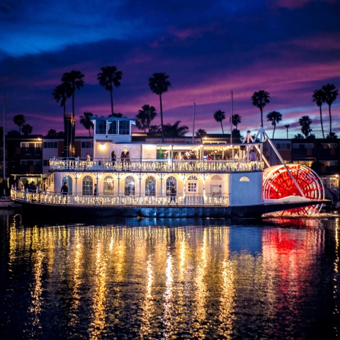 Scarlett Belle Harbor Holiday Lights Dinner Cruise